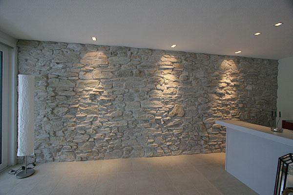 Wohnzimmer mit steinwand grau ~ Ideen für die Innenarchitektur ...